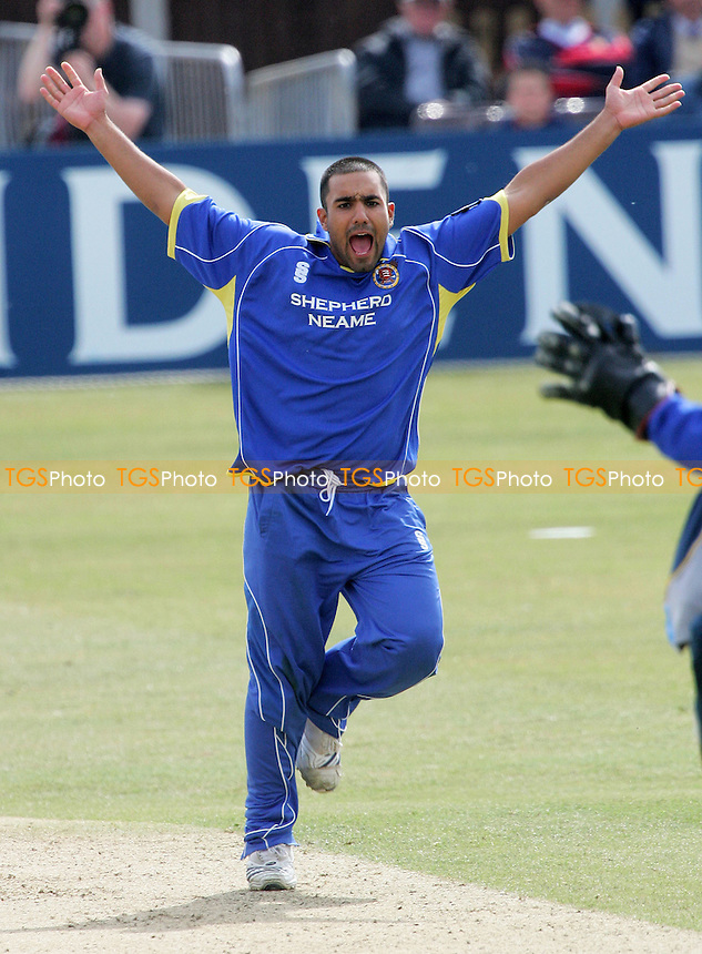 Ravinder Bopara of Essex celebrates the wicket of Andrew Hall  - Essex Eagles vs Kent Spitfires - Friends Provident Trophy at Ford County Ground, Chelmsford, Essex - 06/05/07 - MANDATORY CREDIT: Gavin Ellis/TGSPHOTO - IMAGES USED WILL BE INVOICED AT STANDARD RATES..