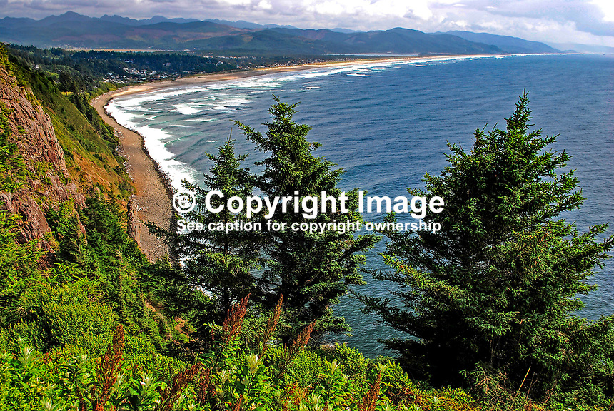 Nehalem Bay Peninsula, Oregon, USA, Pacific Ocean, from Neakanie Mountain viewpoint, 200808310456..Copyright Image from Victor Patterson, 54 Dorchester Park, Belfast, N Ireland, BT9 6RJ...Tel: +44 28 9066 1296.Mob: +44 7802 353836.Email: victorpatterson@mac.com..IMPORTANT: Please go to www.victorpatterson.com and click on my Terms and Conditions of use.