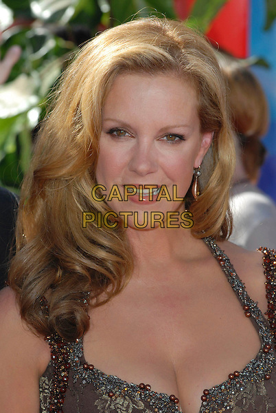 ELIZABETH PERKINS.58th Annual Primetime Emmy Awards held at the Shrine Auditorium, Los Angeles, California, USA..August 27th, 2006.Ref: ADM/CH.headshot portrait .www.capitalpictures.com.sales@capitalpictures.com.©Charles Harris/AdMedia/Capital Pictures.
