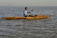 ETHIOPIA , Bahar Dar, lake Tana, fisherman with papyrus boat / AETHIOPIEN, Bahir Dar, See Tana, Fischer mit Papyrusboot