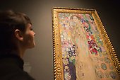 "Pictured: Posthumous Portrait of Ria Munk III by Gustav Klimt, 1917-18. This autumn, the National Gallery presents the UK's first major exhibition devoted to Viennese portraiture - ""Facing the Modern: The Portrait in Vienna 1900"". From 9 October 2013 to 12 January 2014 portraits by artists such as Gustav Klimt, Oskar Kokoschka, Egon Schiele and Richard Gerstl will be on display."
