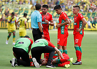 BUCARAMANGA - COLOMBIA, 02-03-2019: Norbey Salazar de Patriotas es atendido por el cuerpo médico durante partido por la fecha 8 de la Liga Águila I 2019 entre Atlético Bucaramanga y Patriotas Boyaca jugado en el estadio Alfonso Lopez de la ciudad de Bucaramanga. / Norbey Salazar of Boyaca is helped by the medic staff during match for the date 8 of the Liga Aguila I 2019 between Atletico Bucaramanga and Patriotas Boyaca played at the Alfonso Lopez stadium of Bucaramanga city. Photo: VizzorImage / Oscar Martinez / Cont