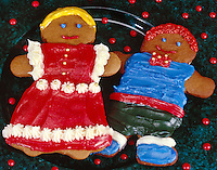 Gingerbreak Man and Woman on green Plate