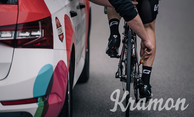 mid-race lubing<br /> <br /> 58th De Brabantse Pijl 2018 (1.HC)<br /> 1 Day Race: Leuven - Overijse (BEL/202km)