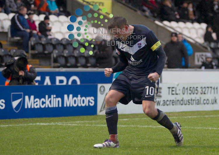 Richard Brittan scores for Ross county in the first half during the St Mirren v Ross County William Hill Scottish Cup round Five..Picture: Maurice McDonald/Universal News And Sport (Scotland). 4 February 2012. www.unpixs.com.