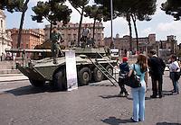 Roma 4  Maggio 2011. Mezzi militariin piazza Venezia per i 150° dell'anniversario della costituzione dell'Esercito Italiano..Blindato Centauro con cannone 105/52mm.
