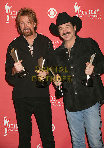 RONNIE DUNN & KIX BROOKS - BROOKS & DUNN.42nd Annual Academy Of Country Music Awards held at the MGM Grand Garden Arena, Las Vegas, Nevada, USA..May 15th, 2007.half length black hat stetson shirt award trophy shirt .CAP/ADM/BP.©Byron Purvis/AdMedia/Capital Pictures