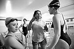 20161201/ Nicolas Celaya - adhocFOTOS/ URUGUAY/ MONTEVIDEO/ PASO MOLINO/ Sordos integrantes de So. Mo. Deporte (Sordos en Movimiento) participan de una clase de nataci&oacute;n en la Plaza de Deportes Nro7. <br /> En la foto: Sordos integrantes de So. Mo. Deporte (Sordos en Movimiento) participan de una clase de nataci&oacute;n en la Plaza de Deportes Nro7. Foto: Nicol&aacute;s Celaya /adhocFOTOS