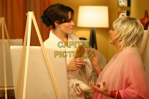 PARKER POSEY & LIZA MINNELLI.in The OH in Ohio.*Editorial Use Only*.www.capitalpictures.com.sales@capitalpictures.com.Supplied by Capital Pictures.