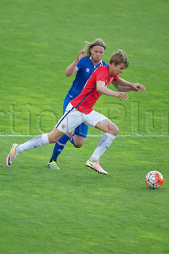 01.06.2016  Ullevaal Stadion, Oslo, Norway.  Martin Samuelson of Norway  shields the ball against  Birkir Bjarnason of Iceland during the International Football Friendly match between Norway versus Iceland at  Ullevaal Stadion in Oslo, Norway.