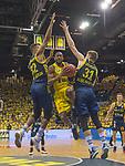 """09.06.2019, EWE Arena, Oldenburg, GER, easy Credit-BBL, Playoffs, HF Spiel 3, EWE Baskets Oldenburg vs ALBA Berlin, im Bild<br /> Augen zu und durch<br /> William""""Will"""" CUMMINGS (EWE Baskets Oldenburg #3 ) Johannes TIEMANN (ALBA Berlin #32 ) Rokas GIEDRAITIS (ALBA Berlin #31 )<br /> Foto © nordphoto / Rojahn"""