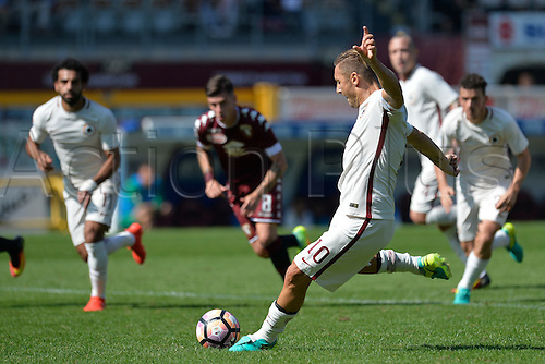 25.09.2016. Stadio Olimpico Grande Torino, Turin, Italy. Serie A Football. Torino versus Roma. Francesco Totti scores the penalty for Roma making it 2-1 in te 55th minute