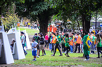 RIO DE JANEIRO, RJ, 26  DE JULHO DE 2013 -JMJ RIO 2013-FEIRA VOCACIONAL APÓS VISITA DO PAPA FRANCISCO- Peregrinos, fiéis e devotos lotam a Feira Vocacional, na Quinta da Boa Vista, após a visita do Papa Francisco, na zona norte do Rio de Janeiro.FOTO:MARCELO FONSECA/BRAZIL PHOTO PRESS