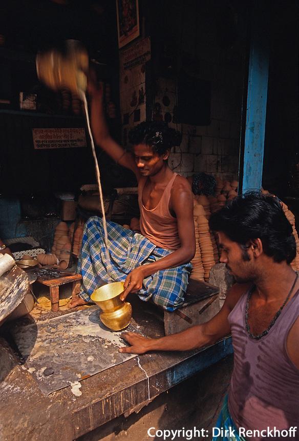 Indien, Kalkutta (Kolkata), verkauf von gekochter Milch