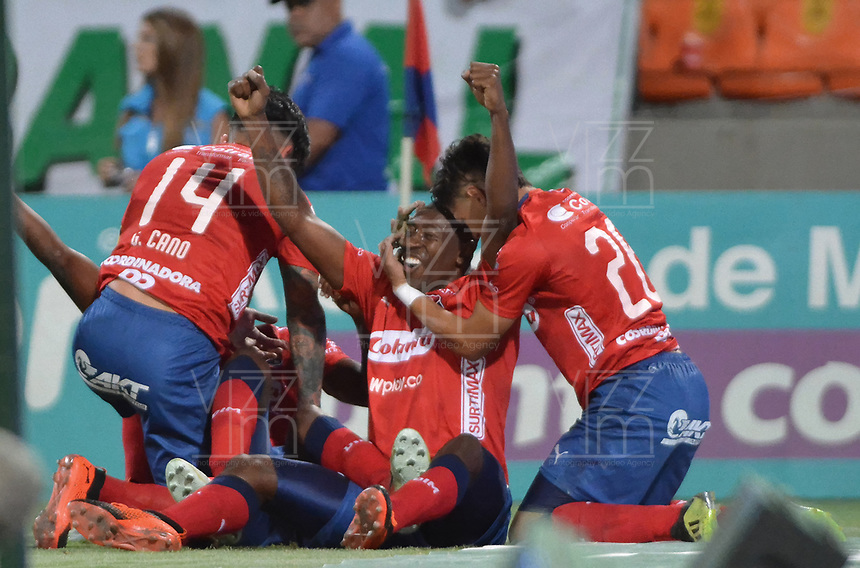 MEDELLÍN - COLOMBIA, 06-10-2018:  Jugadores del Medellín celebran después de anotar el segundo gol al Atletico Nacional durante el partido entre Deportivo Independiente Medellín y Atletico Nacional por la fecha 13 de la Liga Águila II 2018 jugado en el estadio Atanasio Girardot de la ciudad de Medellín. / Players of Medellin celebrate after scoring the second goal to Atletico Nacional during match between Deportivo Independiente Medellin and Atletico Nacional for the date 13 of the Aguila League II 2018 played at Atanasio Girardot stadium in Medellin city. Photo: VizzorImage/ León Monsalve / Cont