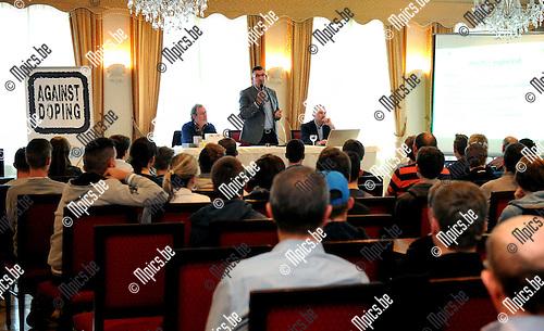 2015-04-22 / Wielrennen / seizoen 2015 / Antidopingsessie voor Antwerpse juniores in Nijlen / UCI commissaris Philippe Mari&euml;n neemt het woord.<br /><br />Foto: Mpics.be