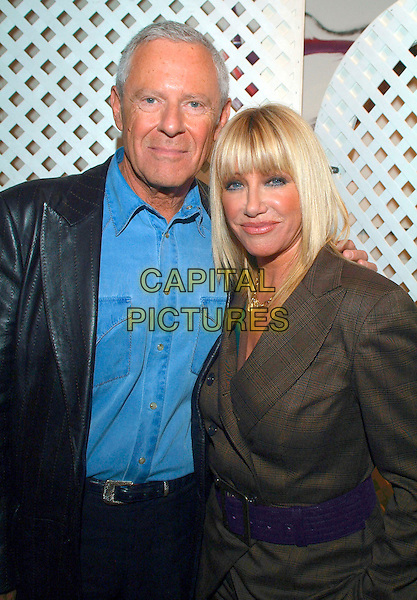"ALAN HAMEL & SUZANNE SOMERS.Suzanne Somers shares her expertise on menopause and excerpts from her book ""The Sexy Years"" during the Total Balance Show at the Hamilton Convention Centre, Hamilton, Ontario, Canada, 14 October 2006..half length belt.Ref: ADM/BP.www.capitalpictures.com.sales@capitalpictures.com.©Brent Perniac/AdMedia/Capital Pictures."