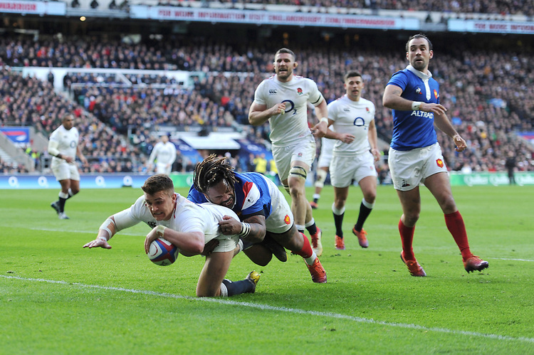 Henry Slade  of England dives over to score a try despite the attentions of Mathieu Bastareaud of France during the Guinness Six Nations match between England and France at Twickenham Stadium on Sunday 10th February 2019 (Photo by Rob Munro/Stewart Communications)