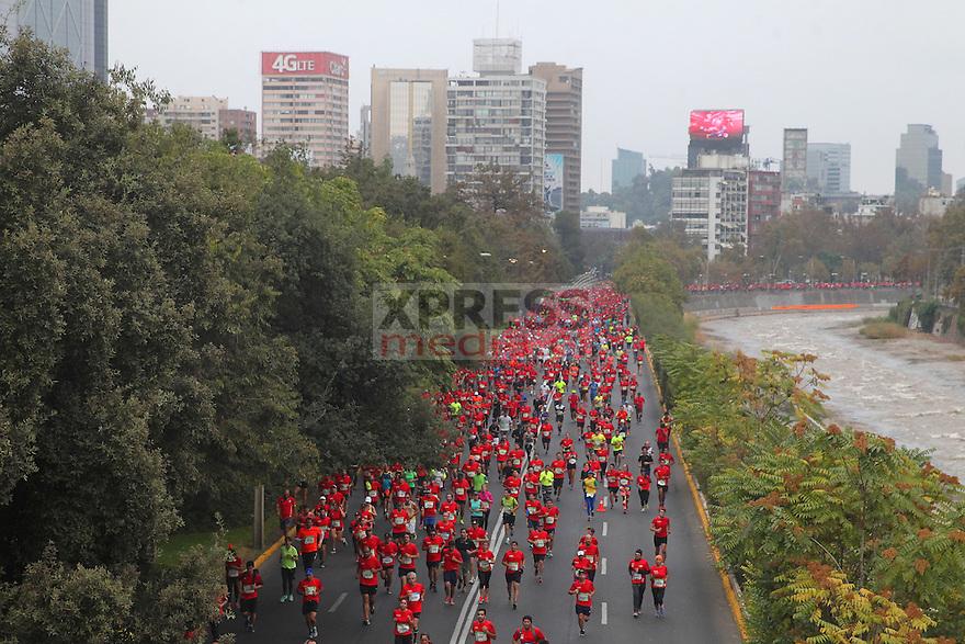 3 de Abril 2016, Santiago-Chile. 28 mil deportistas se dieron cita a la Maratón de Santiago con partida y meta en el Palacio de La Moneda y con recorridos de 10k, 21k y 42k.   ©Ernesto Zelada - Xpress Media
