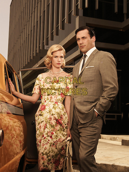 JANUARY JONES & JON HAMM.in Mad Men (Season 3).*Filmstill - Editorial Use Only*.CAP/FB.Supplied by Capital Pictures.