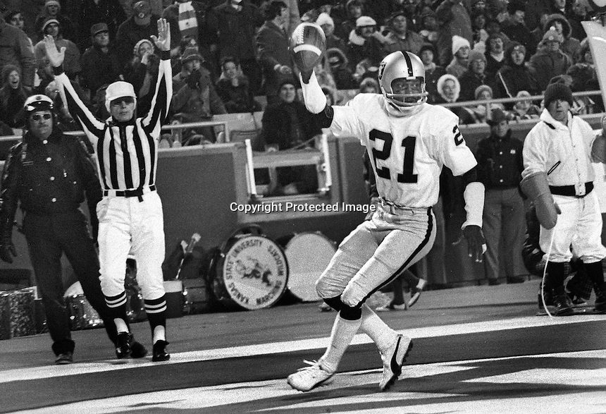 Raiders Cliff Branch TD against the Kansas City Chiefs <br />