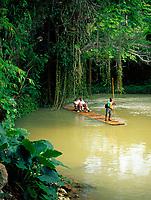 Jamaica, Trelawny, Falmouth, Flossfahrt auf dem Martha Brae Fluss | Jamaica, Trelawny, Falmouth, Rafting on Martha Brae River