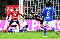 BOGOTA - COLOMBIA -20 -11-2016: Ayron del Valle (#16) de Millonarios cabecea para anotar un gol a Independiente Medellín partido por la fecha 20 de la Liga Aguila II 2016 jugado en el estadio Nemesio Camacho El Campin de la ciudad de Bogota. / Ayron del Valle (#16) of Millonarios header the ball to score a goal to Independiente Medellin during match for the date 20 of the Liga Aguila II 2016 played at the Nemesio Camacho El Campin Stadium in Bogota city. Photo: VizzorImage / Gabriel Aponte / Staff.