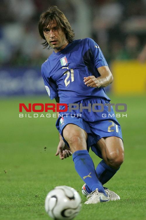 FIFA WM 2006 -  Semi Finals / Halbfinale<br /> Play    #61 (04-Juli) - Deutschland - Italien 0:2 n.V.<br /> <br /> Andrea Pirlo von Italien in Einzel Aktion.<br /> Andrea Pirlo beim Passpiel.<br /> <br /> Foto &copy; nordphoto