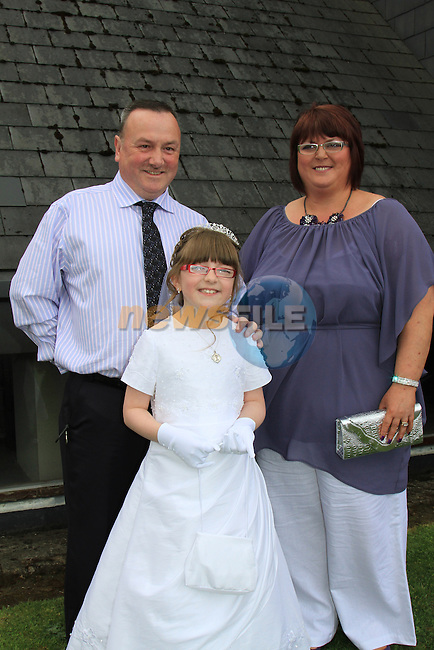 Aimee Crilly and Parents Vincent and Selina.First Communion inn Whitecross Church, Julianstown..Picture Fran Caffrey/Newsfile.ie