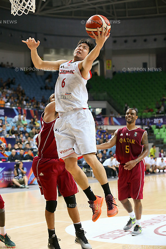 Makoto Hiejima (JPN),<br /> OCTOBER 1, 2015 - Basketball :<br /> 2015 FIBA Asia Championship for Men Quarterfinal match between Japan 81-67 Qatar at Changsha Social Work College's Gymnasium in Changsha, China. (Photo by Yoshio Kato/AFLO)