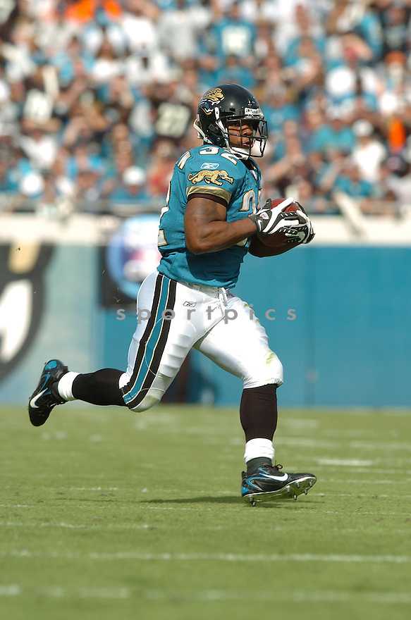 MAURICE JONES-DREW, of the Jacksonville Jaguars in action during the Jaguars game against the San Diego Chargers on November 18, 2007 in Jacksonville, Florida...JAGUARS WIN 24-17..SportPics