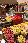 USA, Leesburg in rural Virginia, Heider's vegetable and fruit stand, selling produce and speciality food products direct..
