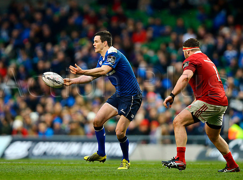 02.04.2016. Aviva Stadium, Dublin, Ireland. Guinness Pro12.  Leinster versus Munster. <br /> Johnny Sexton (Leinster) passes out wide as James Cronin (Munster) closes in.