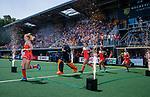Den Bosch  -  Nederland, Margot Van Geffen (Ned) , keeper Anne Veenendaal (Ned) , Lidewij Welten (Ned) , Maria Verschoor (Ned) , Marloes Keetels (Ned) betreedt het veld, met vuurwerk,    voor  de Pro League hockeywedstrijd dames, Nederland-Belgie (2-0).  COPYRIGHT KOEN SUYK