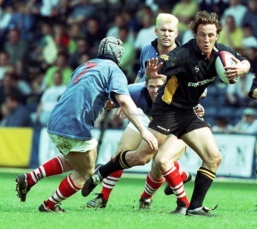 Photo. Richard Lane.Wasps v London Scottish. 2/5/99..Mark Denney progresses through the Scottich defence.