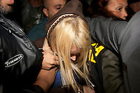 SAO PAULO, 6/6/2012 - CASO EXECUTIVO YOKI, NA FOTO Elise Ramos Kitano Matsunaga, 38, suspeita de ter matado o executivo da Yoki Marcos Kitano Matsunaga, 42<br /> chega da sede do DHPP, na regi&atilde;o central de s&atilde;o paulo para prestar depoimento na manh&atilde; desta quarta-feira 6.<br /> FOTO VAGNER CAMPOS /BRAZIL PHOTO PRESS