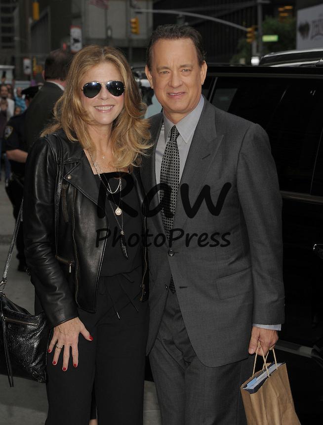 Tom Hanks y Rita Wilson han visitado el programa 'Late Show'.<br /> <br /> New York,NY-May 18: Rita Wilson, Tom Hanks Attend Late Night With David Letterman Show  in New York City on May 18, 2015. @Joe Stevens / Retna Ltd.