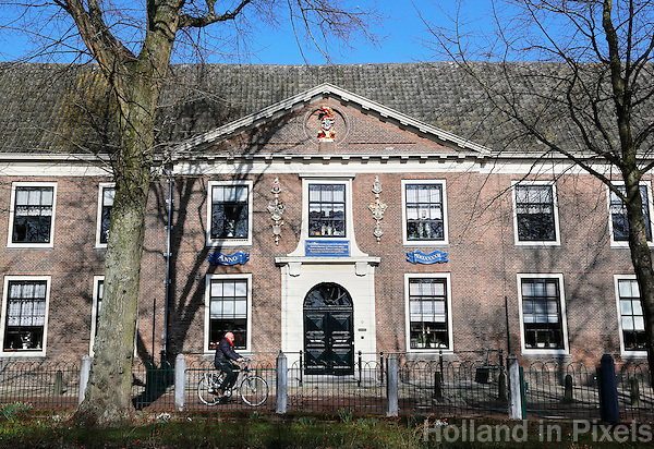 Hoorn -  Het Sint-Pietershof is een voormalig oudemannen- en vrouwenhuis in het centrum van de Noord-Hollandse stad Hoorn. Het complex omvat een hoofdgebouw en een hofje. Zowel het hoofdgebouw als het hofje is nog altijd in gebruik als wooncomplex voor ouderen, maar nu voor ouderen die zelfstandig kunnen wonen.