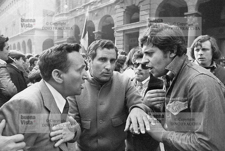 - argument between young student and worker during a trade-union manifestation (Milan, 1976)....- discussione fra giovane studente ed operaio durante una manifestazione sindacale (Milano, 1976)