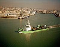 Februari 1999. Antigoon dredger van DEME.