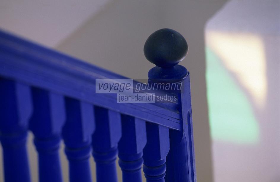Afrique/Maghreb/Maroc/Essaouira : Détail de la décoration de la villa Maroc 10 rue Abdellah-Ben-Yacine - Jeux de lumière dans un escalier
