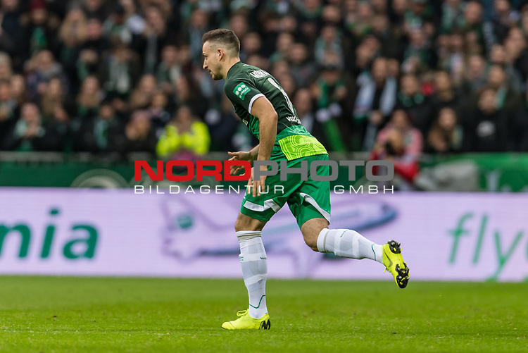 10.02.2019, Weserstadion, Bremen, GER, 1.FBL, Werder Bremen vs FC Augsburg<br /> <br /> DFL REGULATIONS PROHIBIT ANY USE OF PHOTOGRAPHS AS IMAGE SEQUENCES AND/OR QUASI-VIDEO.<br /> <br /> im Bild / picture shows<br /> <br /> <br /> Foto © nordphoto / Ewert