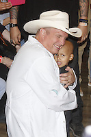BARRETOS, SP, 22.08.2015 - BARRETOS-2015 - Troyal Garth Brooks cantor e compositor de música country dos Estados Unidos  durante visita ao Hospital de Câncer de Barretos no interior de São Paulo, neste sábado, 22. (Foto: Paduardo/Brazil Photo Press)
