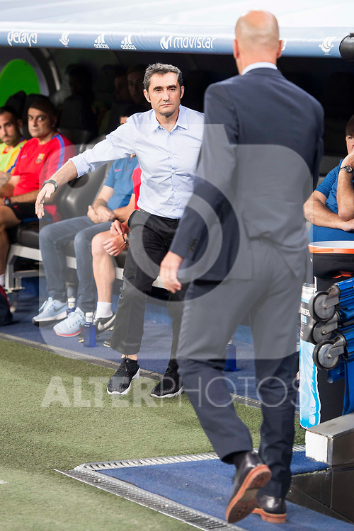 Real Madrid's coach Zinedine Zidane and FC Barcelona's coach Ernesto Valverde during Supercup of Spain 2nd match at Santiago Bernabeu Stadium in Madrid, Spain August 16, 2017. (ALTERPHOTOS/Borja B.Hojas)