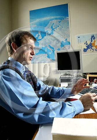 BRUSSELS - BELGIUM - 05 APRIL 2004--Daniel GROS, Director of CEPS, Center for European Policy Studies..-- PHOTO: JUHA ROININEN / EUP-IMAGES