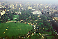 Washington D.C. : The White House & Ellipse from Washington Monument. Photo '85.