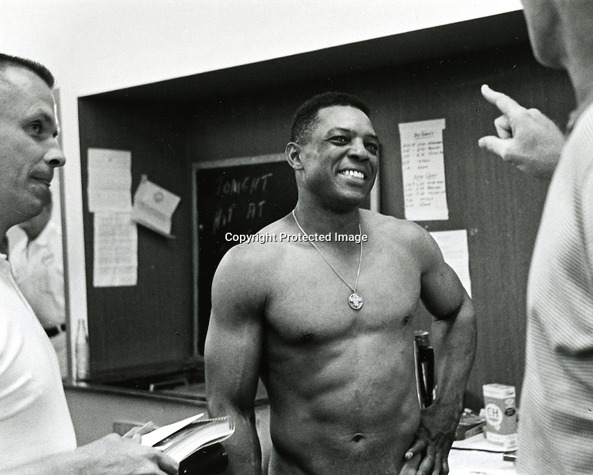 Giant slugger Willie Mays talks to reporter's after record HR. (copyright Ron Riesterer)