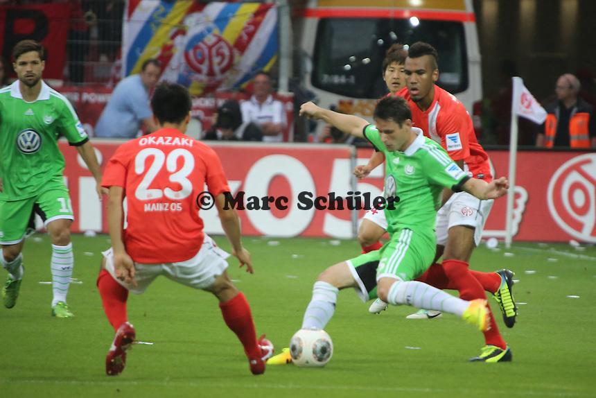 Christian Träsch (VfL) gegen Eric-Maxim Choupo Moting (Mainz) - 1. FSV Mainz 05 vs. VfL Wolfsburg, Coface Arena, 3. Spieltag