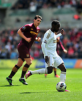 Pictured: (R) Nathan Dyer.<br /> Saturday 04 May 2013<br /> Re: Barclay's Premier League, Swansea City FC v Manchester City at the Liberty Stadium, south Wales.