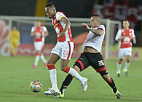 BOGOTÁ -COLOMBIA, 19-07-2015. Luis Quiñones (Izq.) jugador de Independiente Santa Fe disputa el balón con Harold Gomez (Der.) jugador de Cucuta Deportivo durante partido entre Independiente Santa Fe y Cucuta Deportivo por la fecha 2 de la Liga Aguila II 2015 jugado en el estadio Nemesio Camacho El Campin de la ciudad de Bogota. / Luis Quiñones (L) player of Independiente Santa Fe struggles for the ball with Harold Gomez (R) player of Cucuta Deportivo during a match between Independiente Santa Fe and Cucuta Deportivo for the second date of the Liga Aguila II 2015 played at the Nemesio Camacho El Campin Stadium in Bogota city. Photo: VizzorImage/ Gabriel Aponte / Staff